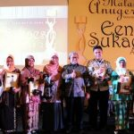 Lima Guru Inspiratif Jawa Barat Terima Een Sukaesih Award 2017
